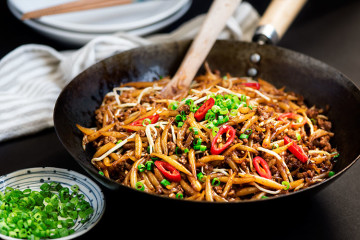 Malaysian Lo Shu Fun (Fried Rice Noodles)